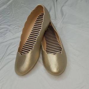 Crown & Ivy Bella Gold flats size Youth 5M